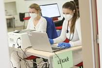 Očkování přednostních skupin obyvatel proti koronaviru v objektu nemocniční svobodárny v Kolíně.