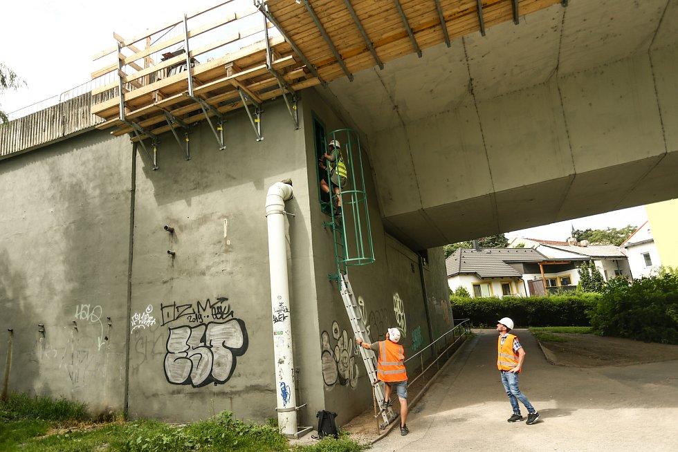 Prohlídka Nového mostu ve středu 21. července 2021.