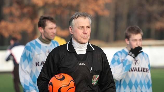 Z utkání Sázava - Pečky (2:1) na zimním fotbalovém turnaji v Kostelci n. Č. l.