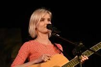 Zpěvačka Adéla Jonášová vystoupila v Městském společenském domě.