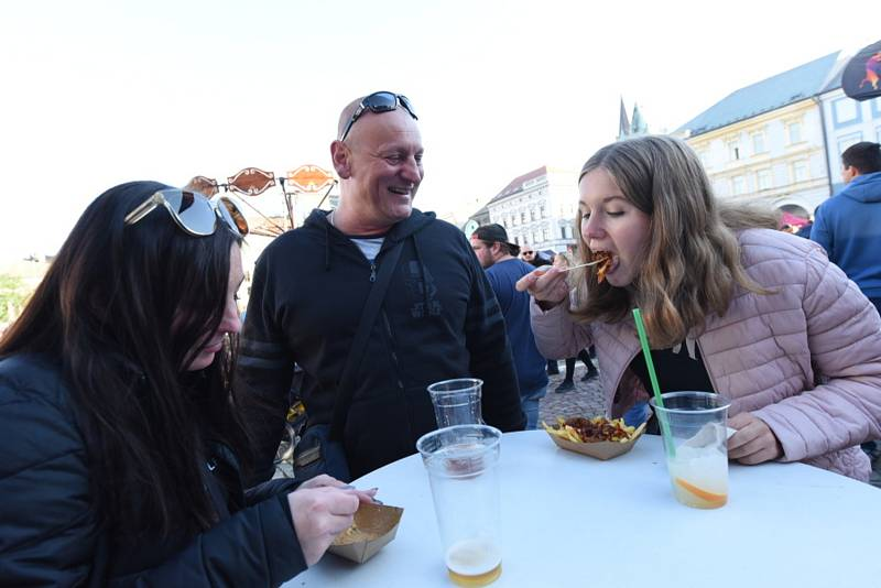 Na Karlově náměstí v Kolíně to opět žilo. Po nedávném vinném koštu tu tentokrát své stánky postavil Street Food festival