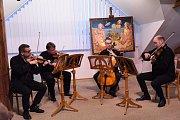 Vernisáž výstavy Karla Sládka nazvaná Panoptikum Bílých vran v Galerii V Zahradě Základní umělecké školy Františka Kmocha v Kolíně.