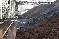 Skládka uhlí v kolínské elektrárně