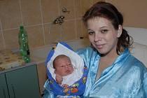 Čtyřletý Jan a tříletá Eliška se doma v Týnci nad Labem radovali 3. listopadu z narození brášky Aleše Skřivánka, který přišel na svět s váhou 3 570 gramů a výškou 49 centimetrů. O všechny tři děti se starají rodiče Milada a Aleš.