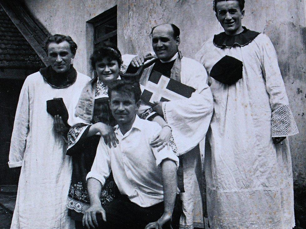 Lidové májové slavnosti si v Tatcích udržely svou tradici.