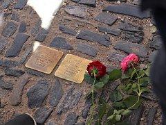 Židovští hosté prošli stezku Stolpersteinů v Kolíně