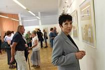 Z vernisáže výstavy výtvarníka Stanislava Pokorného v Městské knihovně v Kolíně.