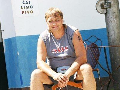 Milan Vostřel (44 let) dosáhl úplného středního odborného vzdělání a od roku 1993  pracoval jako elektrikář. Poté se začal zabývat montážemi žaluzií, od roku 2002 obchodu se smíšeným zbožím s rozšířením podnikatelské činnosti o občerstvení na zimáku.