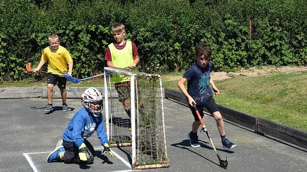 Horní Kruty ovládl pozemní hokej.