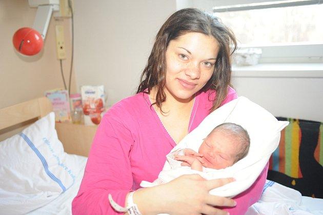 Natálie Halušková přišla na svět 28. prosince s váhou 2 650 gramů a výškou 49 centimetrů. Rodiče Monika Jeremiášová a Matouš Haluška si ji jako prvorozenou odvezli domů do Kolína, kde se usadili z rodného Broumova.