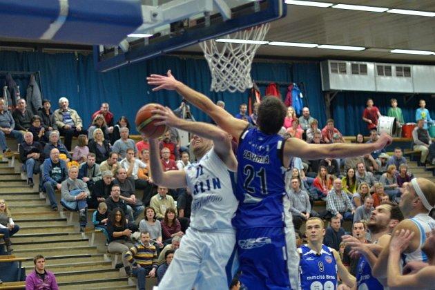 Z utkání BC Farfallino Kolín - Brno (86:82).