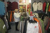 Zástupce kamenných obchodů s oblečením v Kolíně.