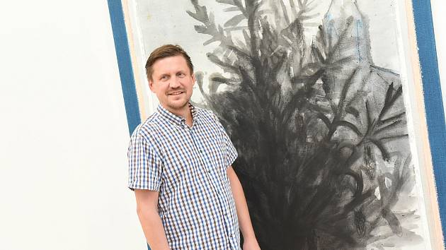 Z vernisáže výstavy obrazů výtvarníka Ondřeje Malečka v Galerii města Kolína.