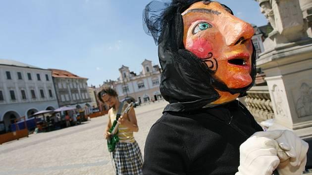 Pouliční divadlo na kolínském náměstí
