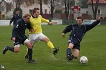 Z utkání fotbalové I. B třídy Velim B - Paběnice (2:0).