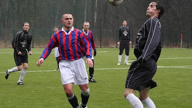 Z přípravného fotbalového utkání Sokoleč - Ratboř (5:1).