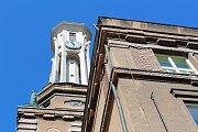 Architektonicky zajímavá budova kolínského gymnázia by se měla dočkat obnovy fasád.