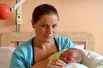 Šestiletý Zbyněk se raduje z bratříčka. Vojtěch Ženíšek se rozplakal 9. září 2014. Po porodu se chlubil mírami 50 centimetrů a 3850 gramů. Maminka Markéta a tatínek Zbyněk chlapce vychovávají v Tlustovousech.