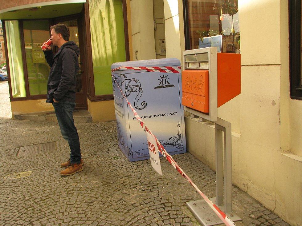 "Kolínská knihovna je ""opáskovaná""."