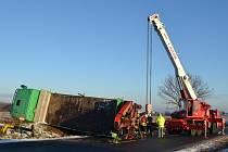 Za nehodu mohla vysoká rychlost, kterou řidič nepřizpůsobil stavu vozovky.