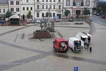 Takto ve čtvrtek 15. října 2009 vypadalo kolínské Karlovo náměstí v dopoledních hodinách. Počasí odolávalo jenom pár stánkařů.