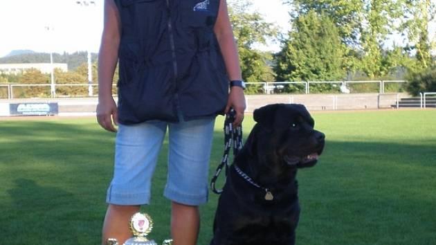 Alena Karbanová se svým psem.