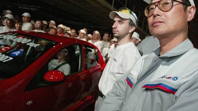 V automobilce TPCA pracuje kolem třiceti zahraničních zaměstnanců, zejména Japonců a Francouzů, v pozicích techniků a manažerů.
