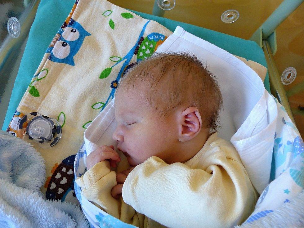 Denis Novotný se narodil 27.11.2018, vážil 3465 g a měřil 51 cm. V Kolíně ho přivítá bráška Marek (3) a rodiče Tereza a Pavel.