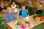 Z prvního vysvědčení měli velkou radost i prvňáci na 7. základní škole.