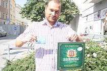 Zdeněk Jirkovský vyhrál karton piv značky Rohozec a permanentku na utkání fotbalistů Kolína.