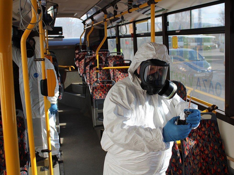 Čištění autobusu ozonem.