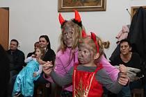 Z dětské mikulášské diskotéky v Chrášťanech.