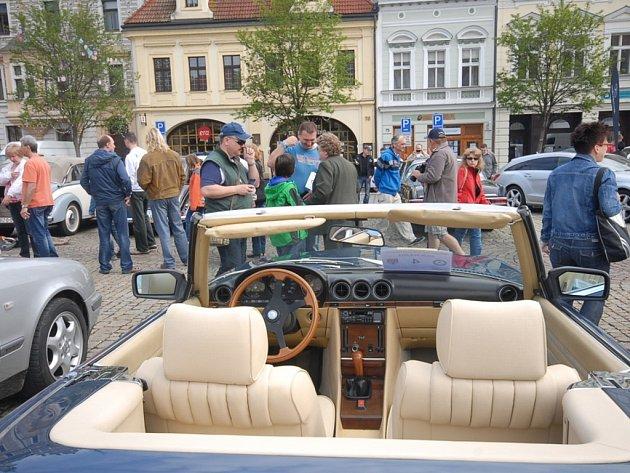Jarním setkání majitelů a příznivců vozů Mercedes – Benz