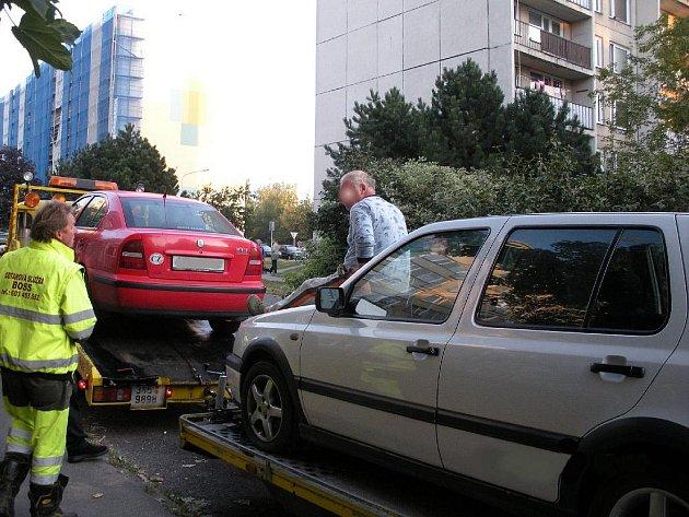 Jedna ze situací při blokovém čištění ulic.