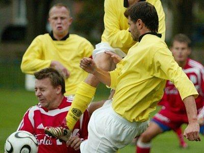 Fotbalisté Velimi si bez větších problémů poradili s Nymburkem. Krajského účastníka porazili hladce 4:1.