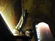 Interiér baziliky Nanebevzetí Panny Marie v Gruntě.