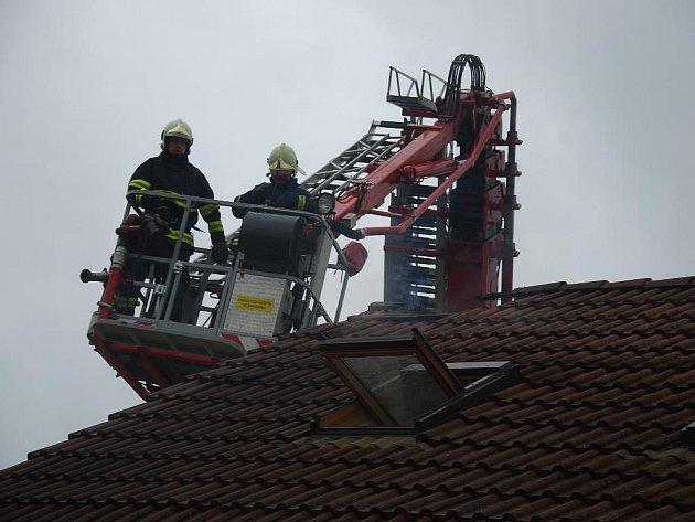 Požár střechy rodinného domu