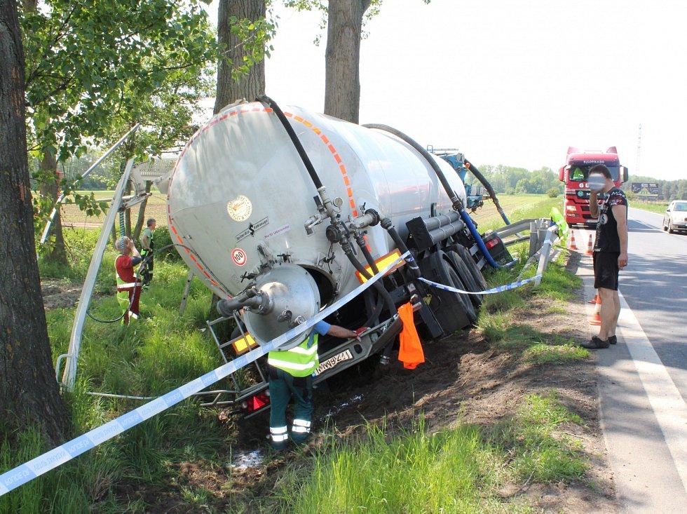 Havárie kamionu mezi Pňovem Předhradím a Novou Vsí I