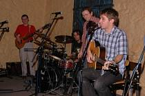 Kapela Zavětrem zahraje zítra ve Starých lázních.