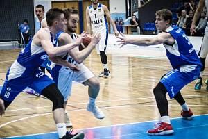 Z utkání nadstavby BC Geosan Kolín - Ostrava (89:77).