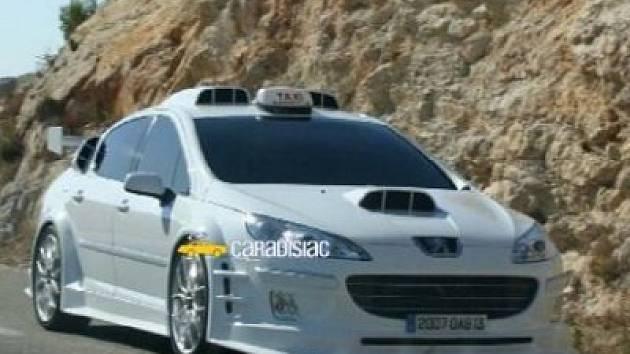 Snímek z filmu Taxi 4.