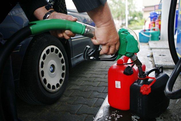 Fritovací olej může sloužit k výrobě náhradních ropných produktů.