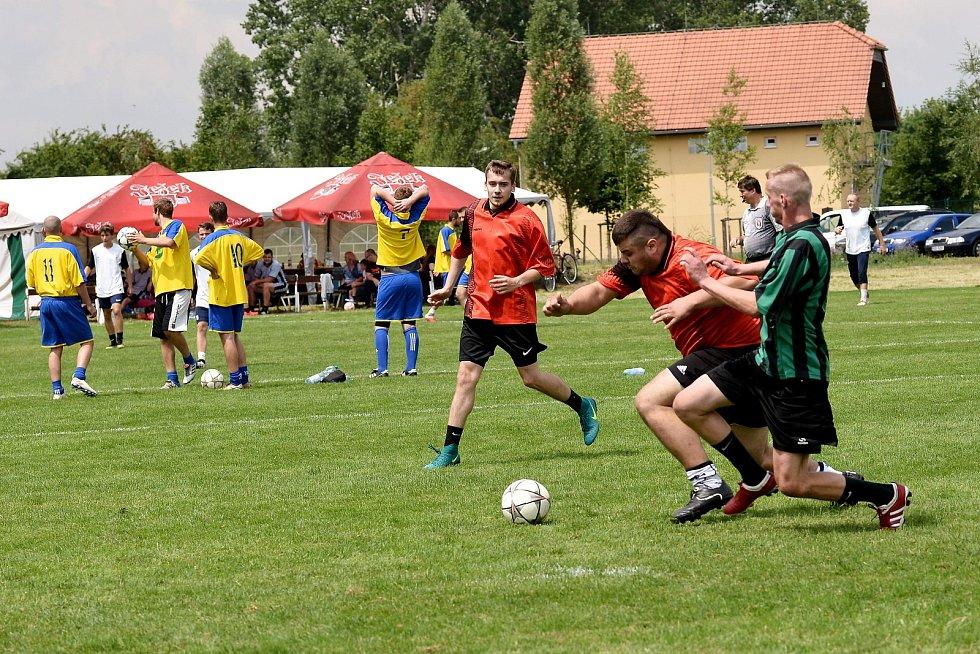 Na hřišti si poměřilo své síly celkem dvanáct týmů.