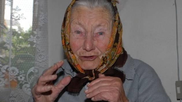 Anna Čepeláková je čipernou stoletou dámou.