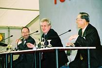 V dubnu 2002 se Miloš Zeman zúčastnil položení základního kamene automobilky Toyota Peugeot Citroën Automobile v kolínské průmyslové zóně.