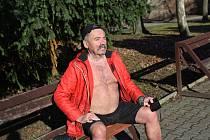 Josef Barták vystavil své tělo slunečním paprskům