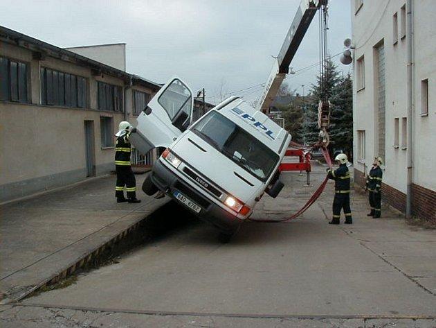 Nehoda dodávky v Rorejcově ulici v Kolíně