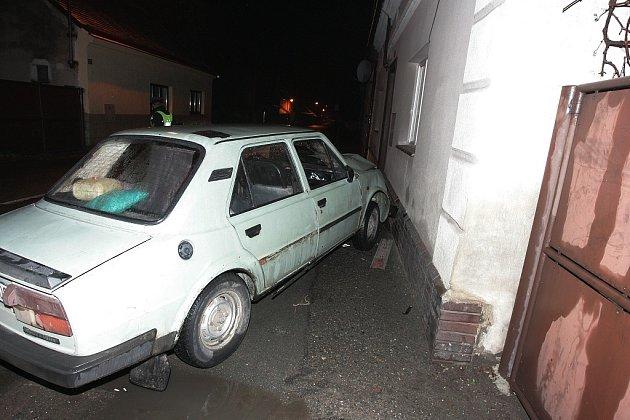Nehoda v Týnci nad Labem.