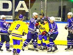 Hokejisté Kolína si bez větších potíží poradili s Jindřichovým Hradcem a na jeho ledě vyhráli vysoko 7:2.