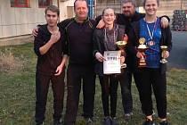 V Plzni bylo co slavit. Zleva Matěj Zmátlo (morální podpora a štístko), Tomáš Zmátlo (trenér), Tereza Novotná, Milan Nepejchal (trenér) a Denisa Vadinská.